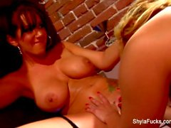 Erotic lesbian fun with Shyla and Jayden
