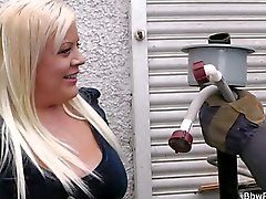 Meeting with blonde chubby leads to sex