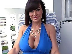 Thick ass MILF Lisa Ann bounces on cock