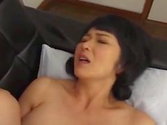 Caught japanese mature peeing outdoor