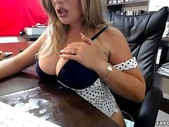 Perfectly Big Boobs Cougar Squirts For You