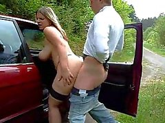 Hot chick takes a creampie on the side of the road