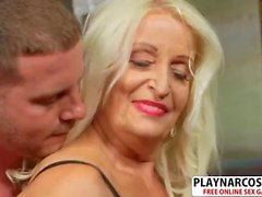 Old Not Step Mom Vikki Vaughn Gives Titjob Good Hot Dad's Friend