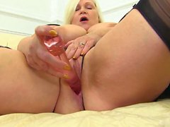 Hot and sexy, big and beautiful Lacey Starr wants to show it all